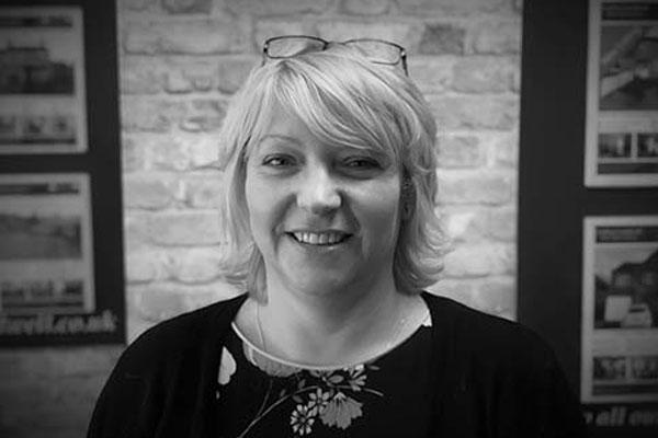 Elaine Hunt - Sales Negotiator